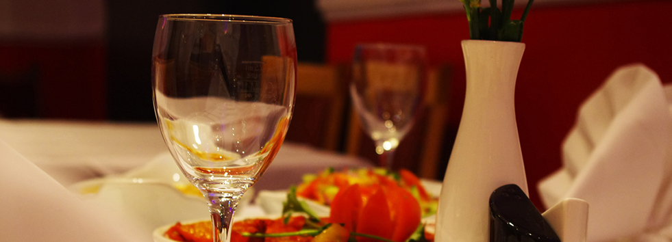 <h2 class='animated fadeInUp'>A dining experience by Saffron Restaurant</h2><p class='animated fadeInDown'>In Woodbridge</p>