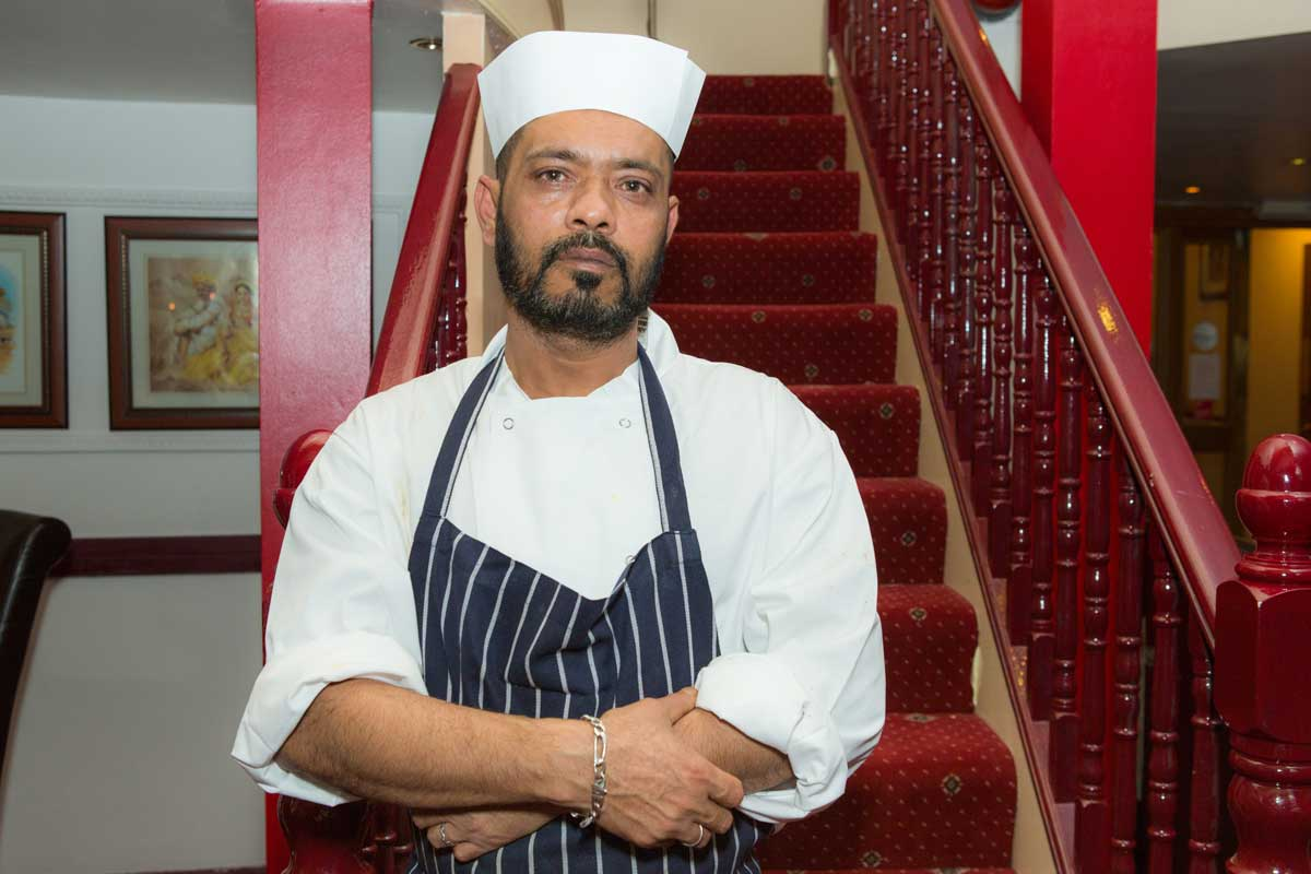 chef-India-India-Restaurant-ec4a_