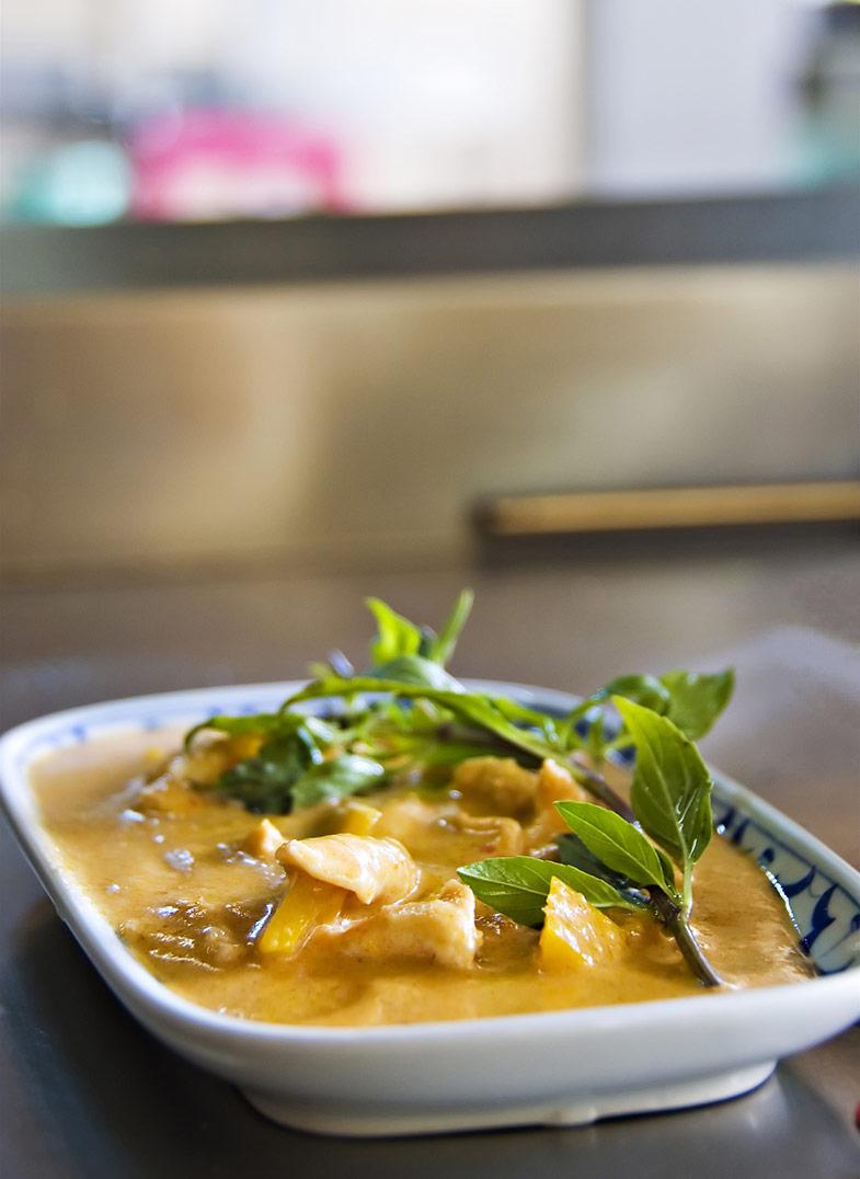Takeaway aloo curry Curry Leaf AL1